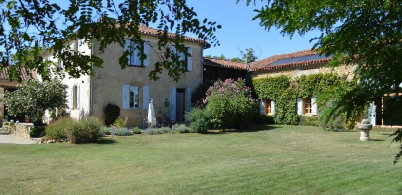 Gasconne house with a gîte and a pool and 4100 m2