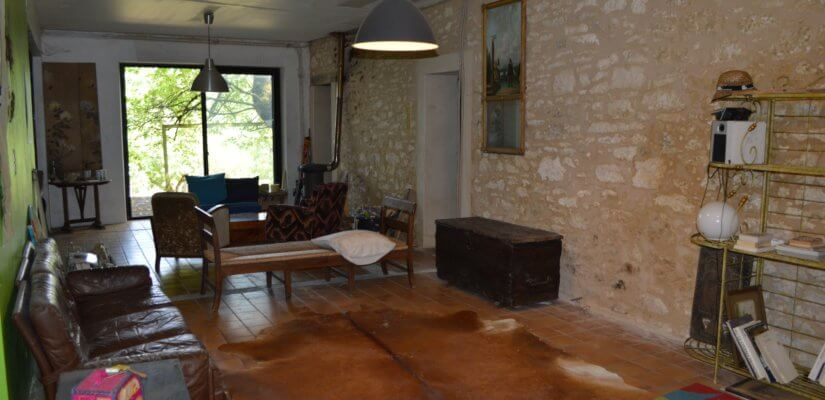 4 Beds stone house to renovate + dependence on 1620 m2