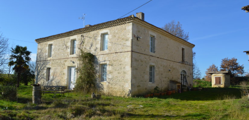 Beautiful stone Gasconne house on 3,71ha with outbuildings