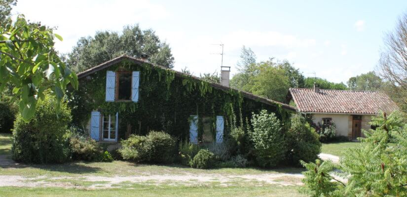 XVIIIth century Farm House with a friends'cottage and outbuildings on 5000 m2