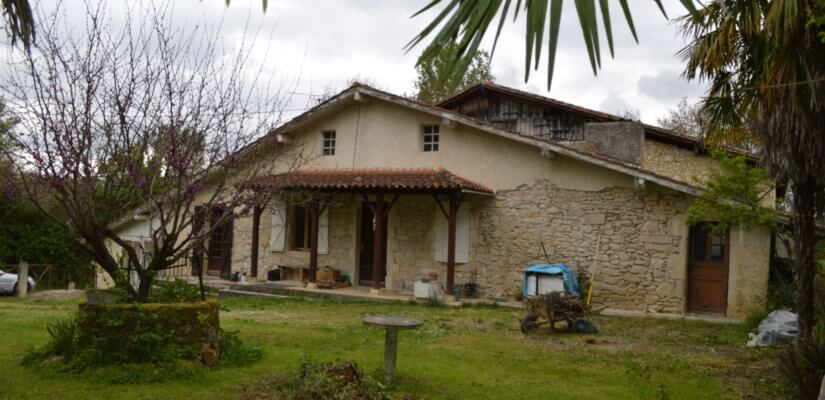 Stone cottage+outbuildings to renovate on 7.155 m2
